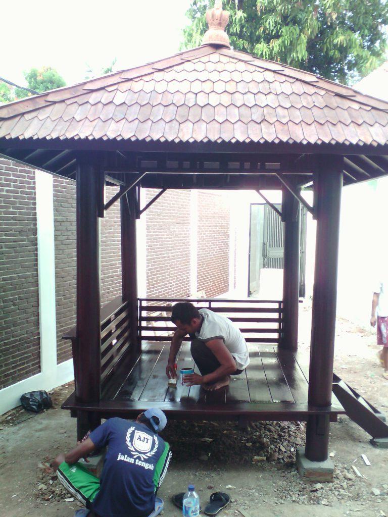 pembuatan gazebo rumah kayu
